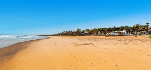 Goudgeel zandstrand in Gambia