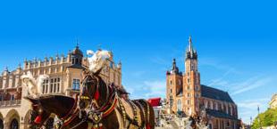 Koets met paarden en kerk in Krakau