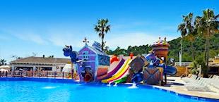 Waterpark splash Kids gekleurde glijbanen en zwembad