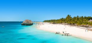 Witte stranden en helder blauwe zee in Tanzania