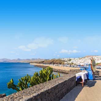 Boulevard en zee Puerto del Carmen