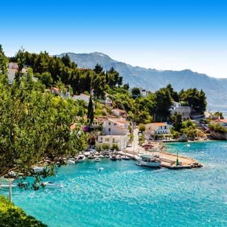 Baai met zee en bossen Split
