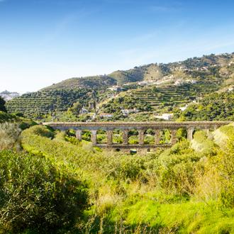 Een aquaduct in Almunecar aan de Zuid Spaanse Costa del Sol