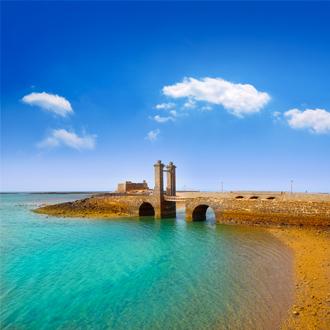 Arrecife Lanzarote Castillo San Gabriel kasteel en Puente de las Bolas brug