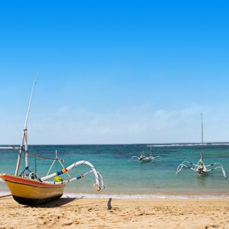 Vissersbootjes bij het strand van Nusa Dua op Bali