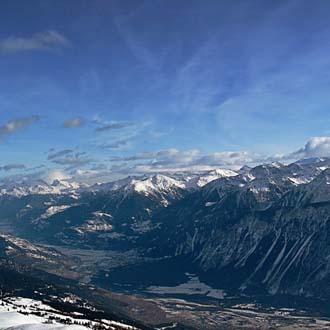 Bergen met sneeuw in Crans Montana