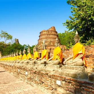 Boedhha's op een rij in Thailand