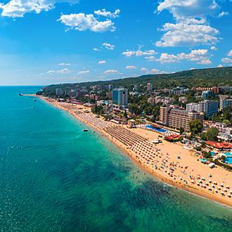 Uitzicht op Golden Sands Beach in Varna, Bulgarije