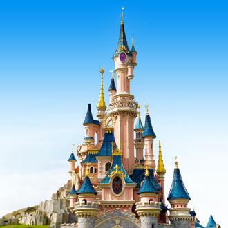 Het kleurrijke kasteel van Disneyland Parijs in Frankrijk