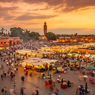Djemaa el Fna plein met souks en markt Marrakech