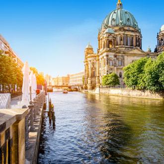 Dom kathedraal en rivier in Berlijn