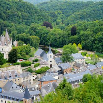 Plaatsje Durbuy in de Belgische Ardennen van bovenaf Belgie