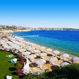 Het strand bij het Sunrise Grand Select hotel in Egypte