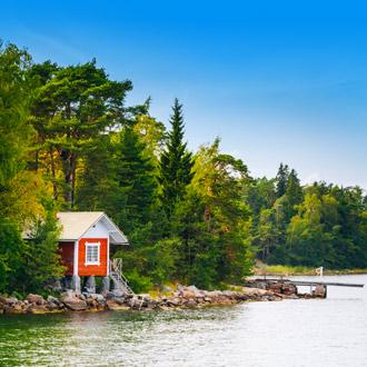 Rode blokhut in de bossen van Finland