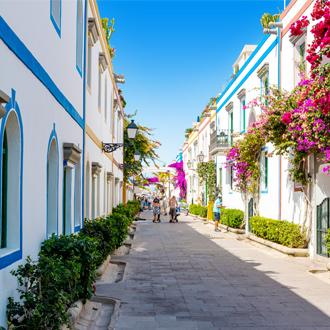 Schilderachtig straatje in Puerto Mogan, Gran Canaria.