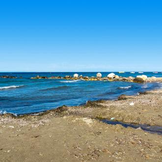 Het strand in Argassi