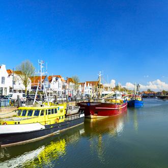 Haven met boten in Zierikzee, Nederland