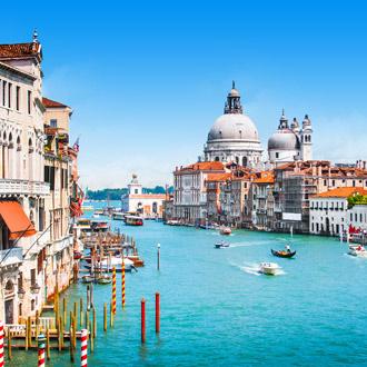 Het grote kanaal in Venetie met Basiliek Santa Maria