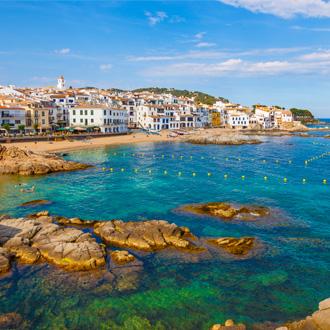 Bovenaanzicht van kustlijn Pineda de Mar, Costa Brava, Spanje