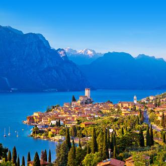 De horizon van Lago di Garda in het Italiaanse dorpje Peschiera del Garda