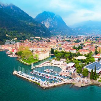 Italie-Riva-Del-Garda-Haven-van-Riva-del-Garda-in-Trentino