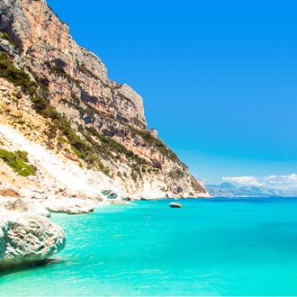 De baai in de Golf van Orosei in Sardinië