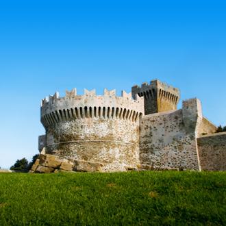 Een kasteel in San Vincenzo, Toscane