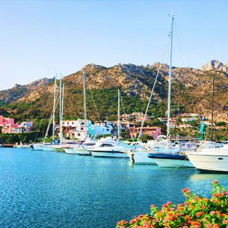 De jachthaven van Porto Cervo in Sardinië
