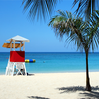Foto van de lifeguard stoel op Doctor Cave Beach in Montego Bay
