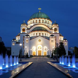 Kathedraal van Saint Sava in de avond, Belgrado, Servie