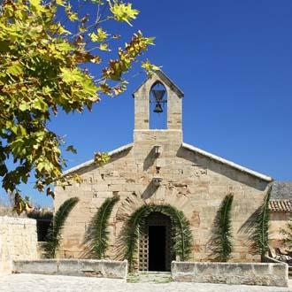 Kerk kapel met bel in Alcudia Mallorca