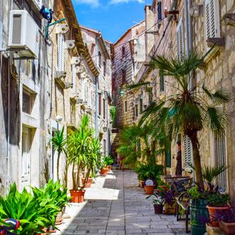 Charmante straat in de oude stad van Orebic op het schiereiland Peljesac in de regio Zuid Dalmatie