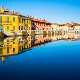 Kleurrijke Huizen aan het kanaal Navaglio Grande, Milaan, Italië