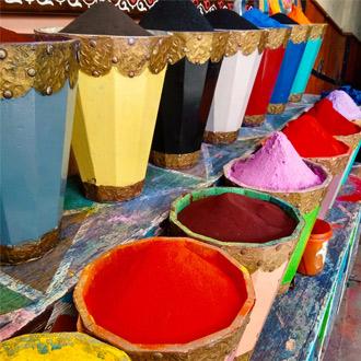 Verschillende kruiden in Medina van Marrakech Marokko