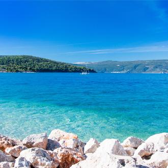 Blauwe lagune in Cres in Kroatie