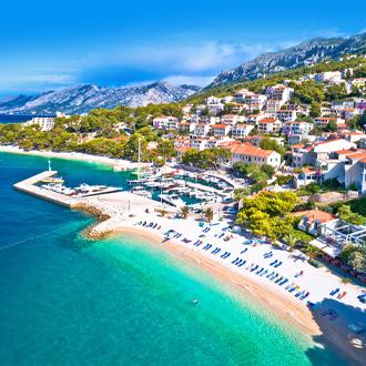 Uitzicht op het strand in Brela in Kroatie