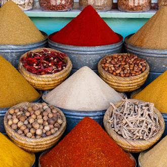 Kruiden op een traditionele Marokkaanse markt(souk), in Marrakech