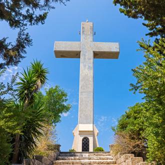Kruis-op-Filerimos-berg-in-Ialyssos-Rhodos