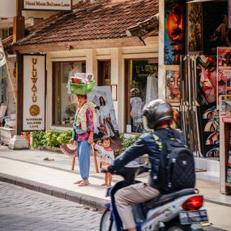 Typisch straatbeeld in Kuta