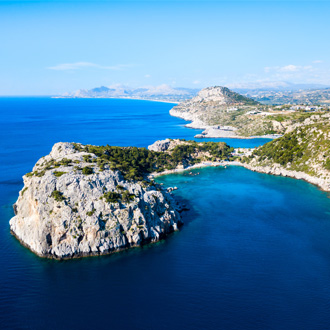 Ladiko beach and Anthony Quinn Bay luchtfoto in Rhodos, Griekenland