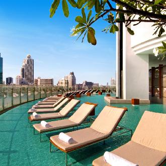 Ligbedden hotel Hilton Milennium Bangkok rooftop