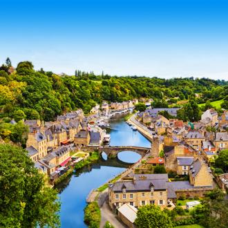 Luchtfoto van Dinan, Bretagne, Frankrijk