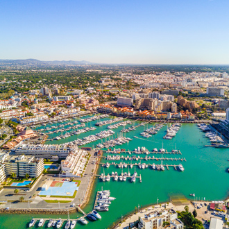 Luchtfoto van Vilamoura haven en resorts, Algarve, Portugal