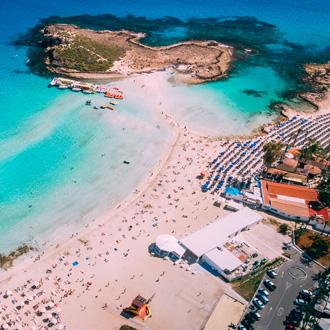 Luchtfoto van het mooie Nissi beach in Ayia Napa
