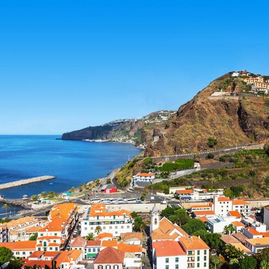 Witte huisjes in de stad Madeira op het eiland Madeira Portugal
