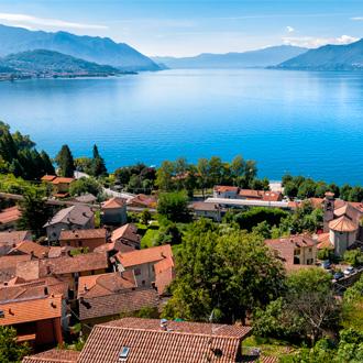 Maggioremeer met dorpje Luino