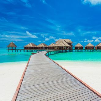Steiger richting de waterbungalows op de Malediven