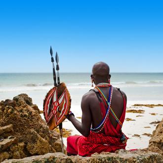 Masai krijger op Diani Beach in Kenia