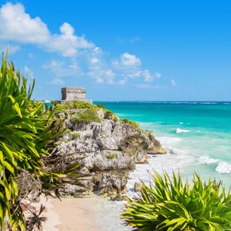 Strand naast cancun Quintana Roo aan de Riviera Maya