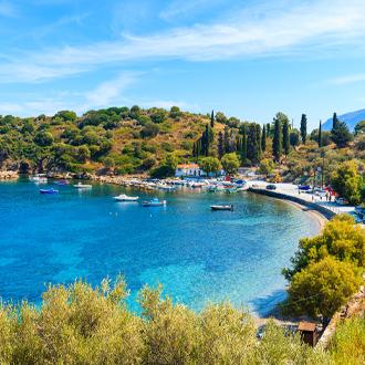 Mooie baai met vissershaven op Samos
